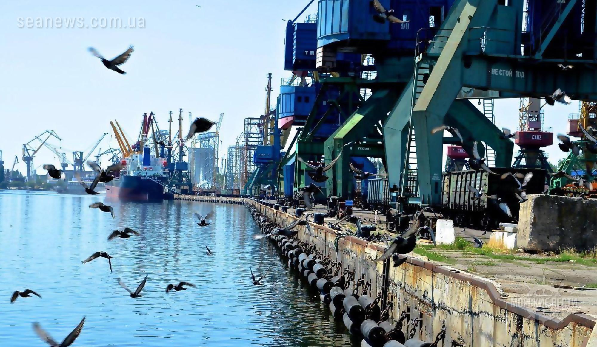 Работа одного из крупнейших в стране порта может быть парализована