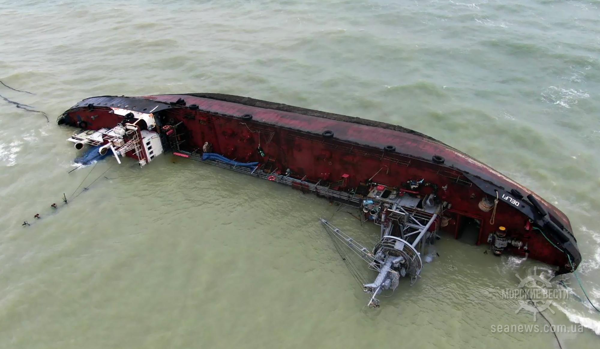 Хронология: Танкер Delfi перед аварией долго стоял в море без топлива и с поломками