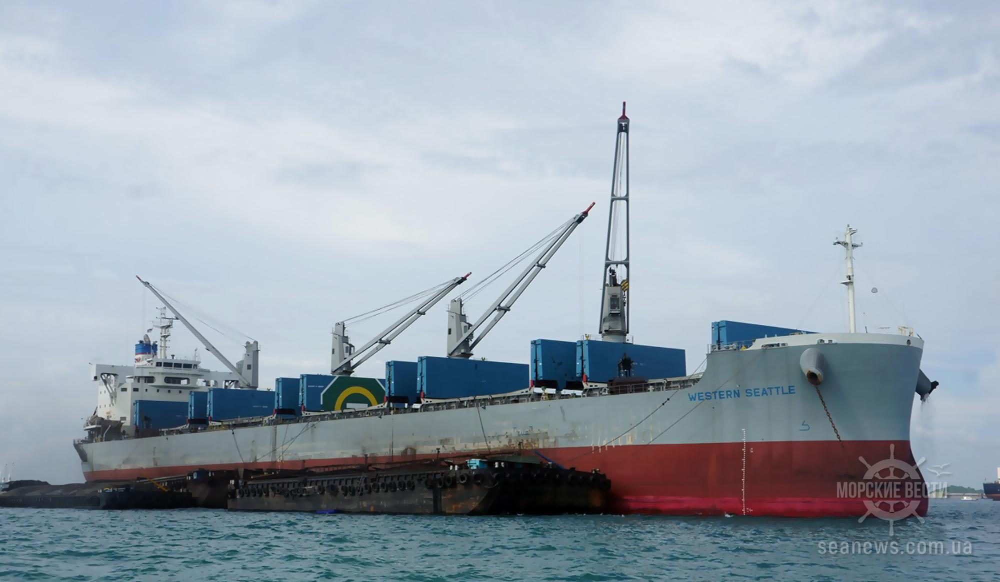Пираты напали на судно Western Seattle