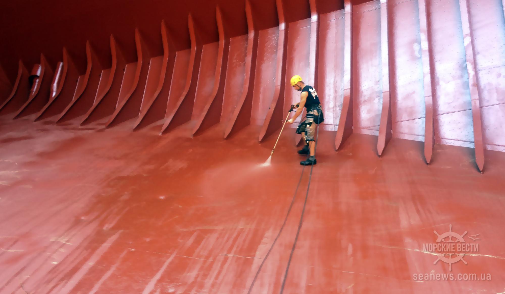 АМПУ и Морская администрация усилят контроль за экологичностью при замывке трюмов