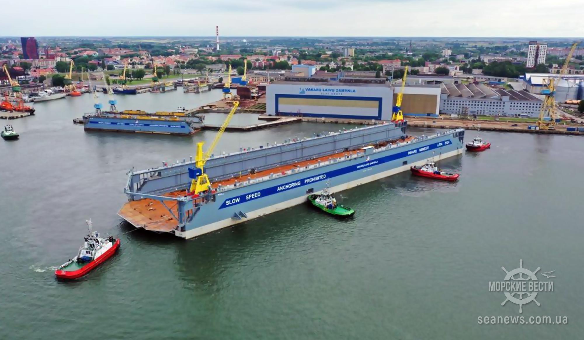 Крупнейший в Прибалтике плавучий док принял первое судно для ремонта