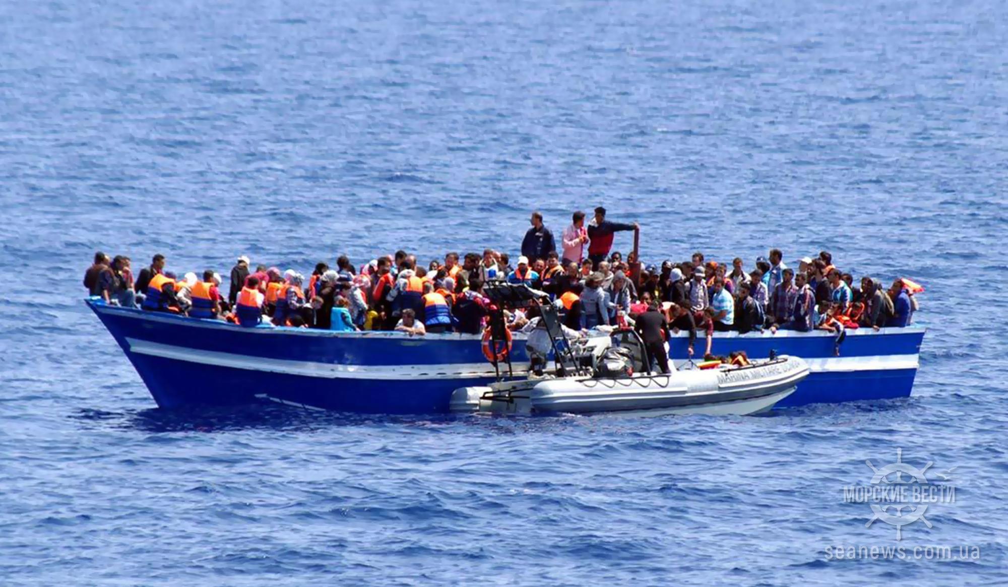 У берегов турецкого Измира задержано судно с 276 мигрантами