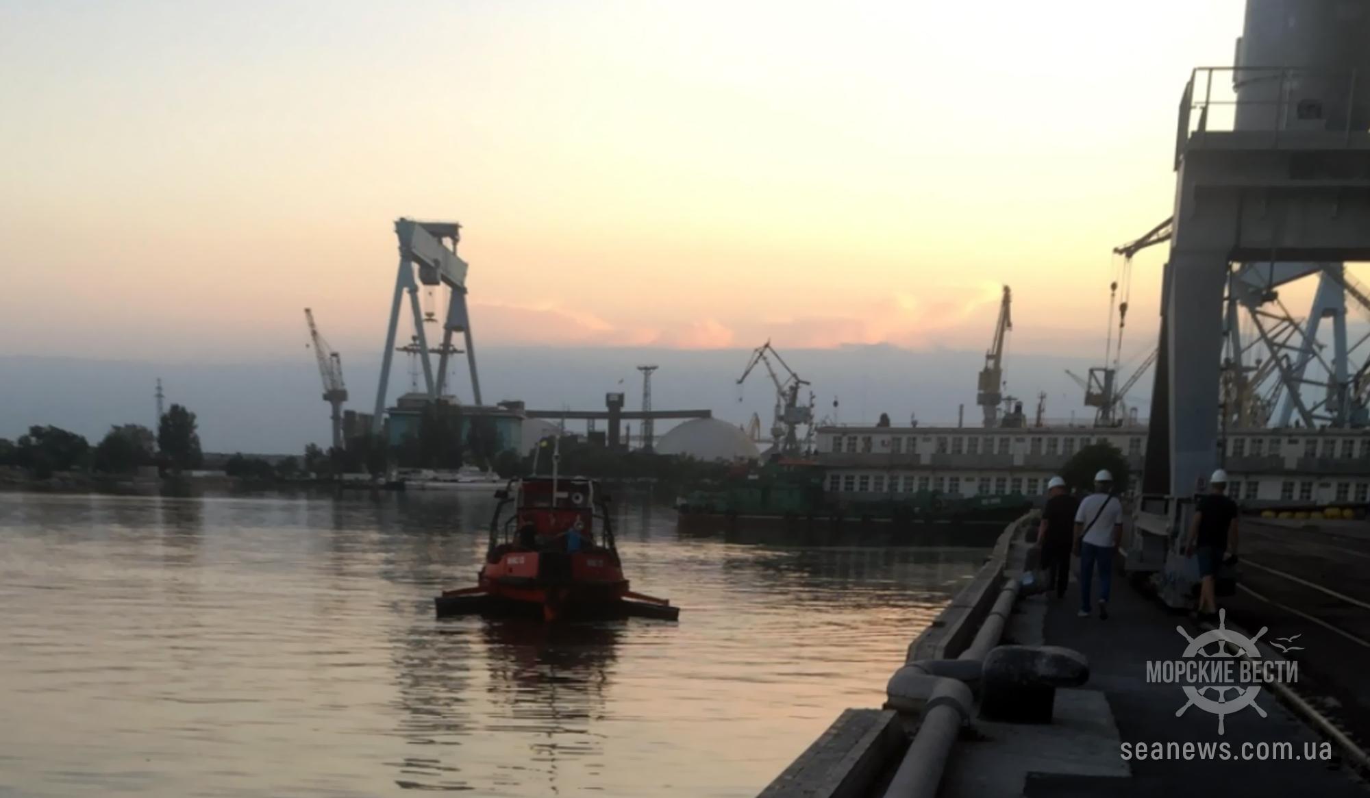 Возле Николаевского морского порта частный оператор разлил растительное масло