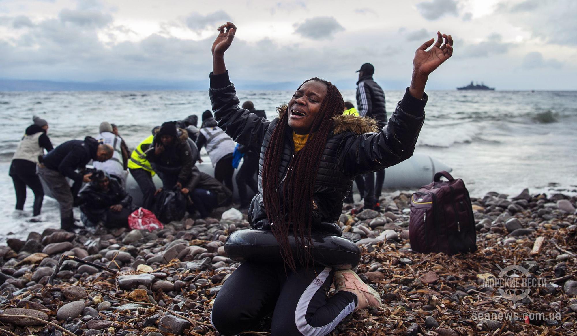 Греки спасли 96 мигрантов с тонущей турецкой яхты