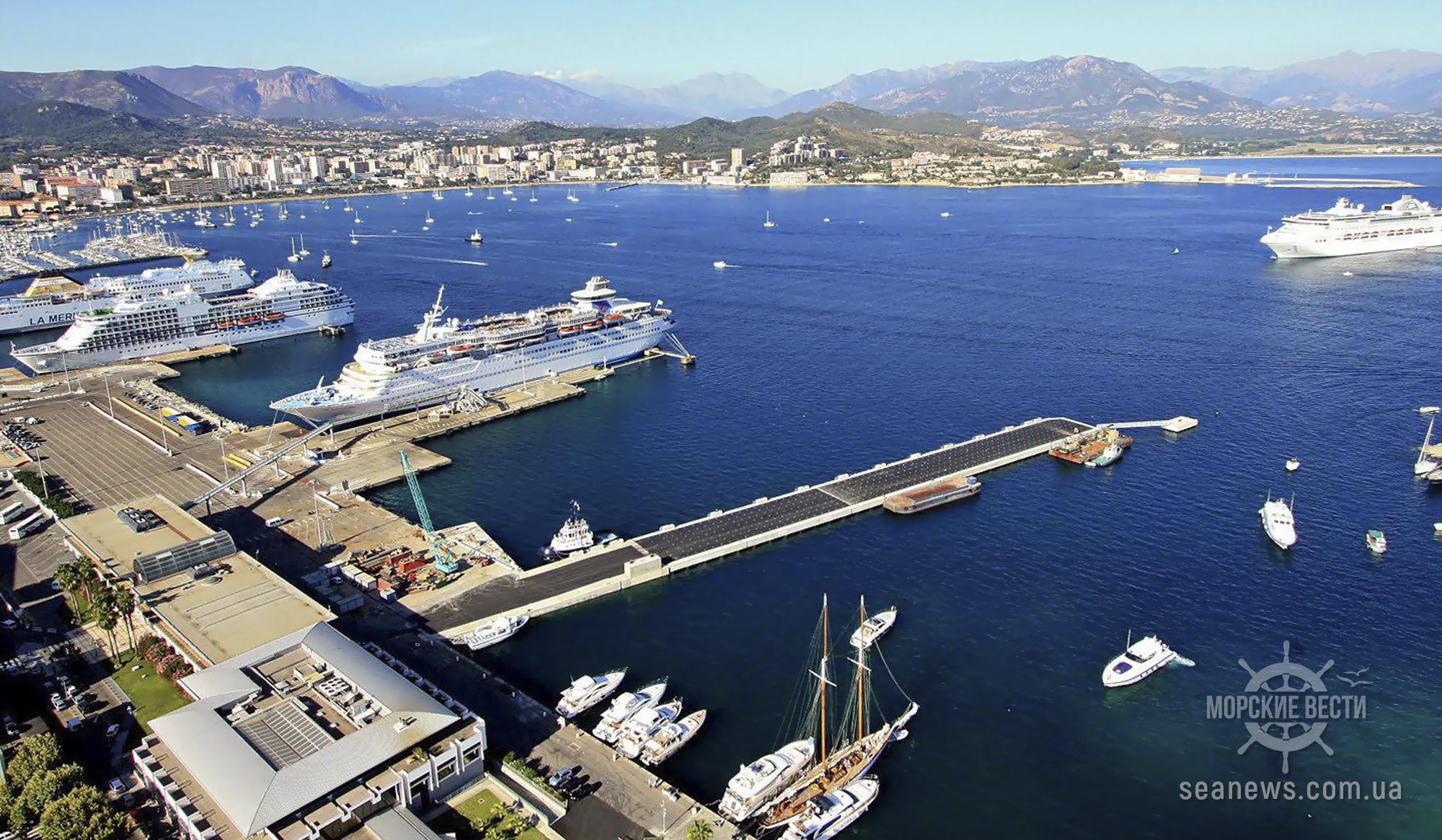 В одном из портов Греции произошел взрыв