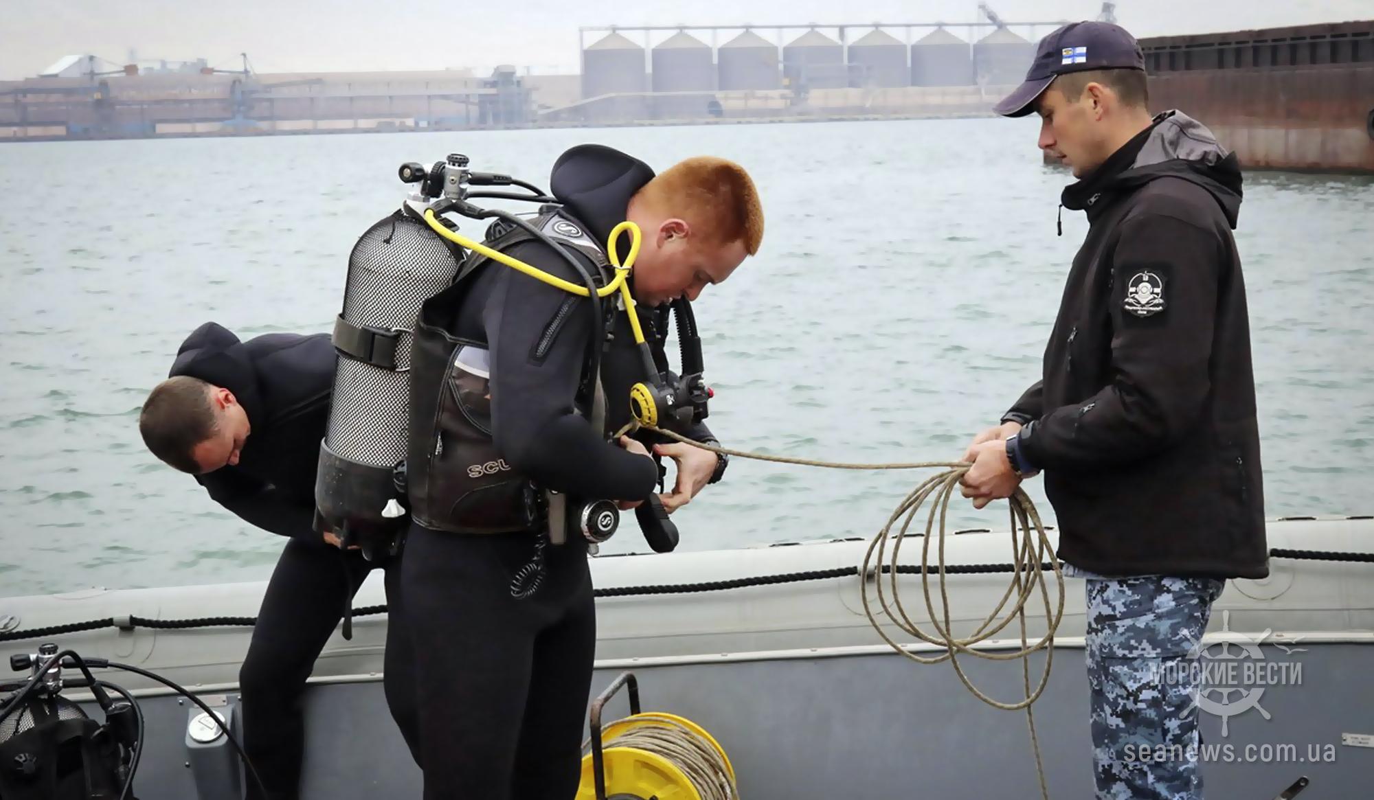 Порт Южный обследуют водолазы США