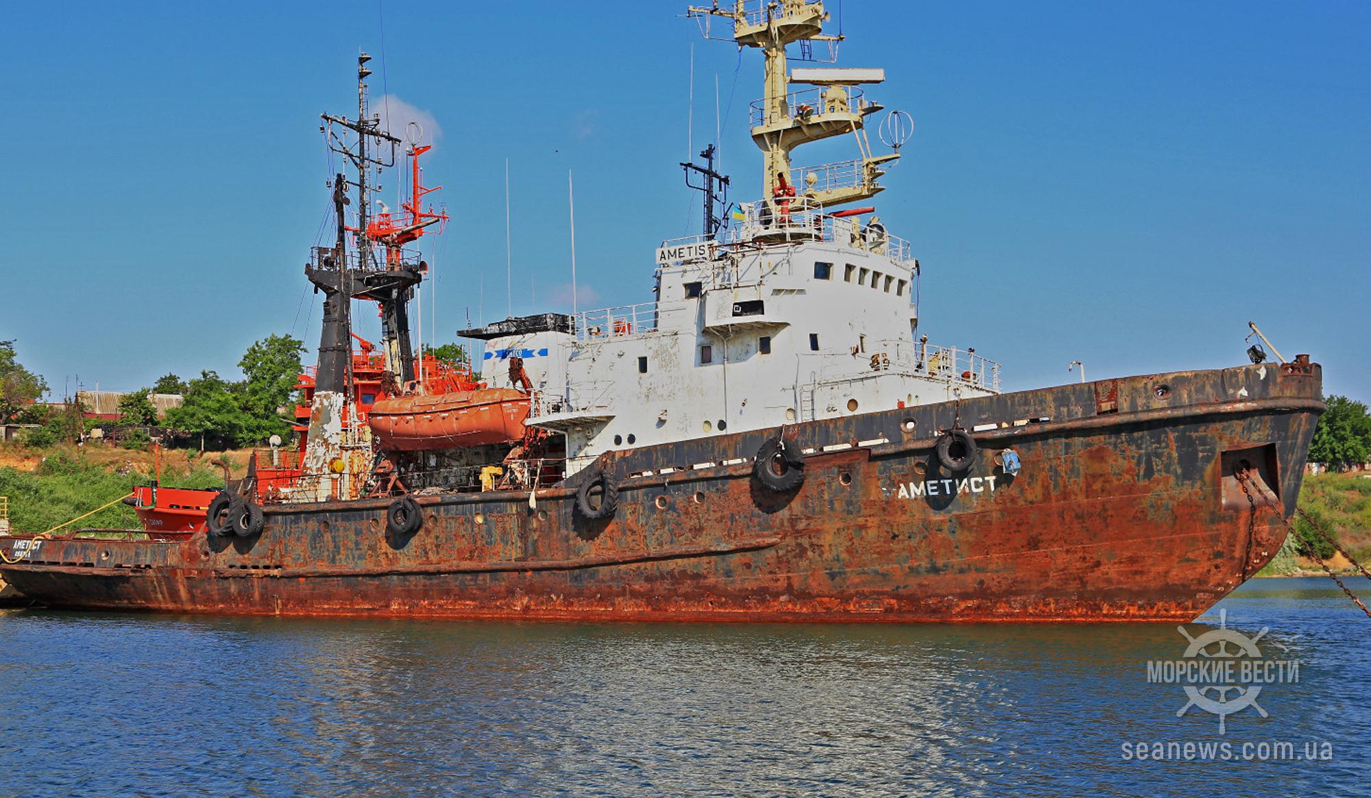 Загрязнение нефтью акватории в Черноморске обязали ликвидировать владельца «Аметиста»