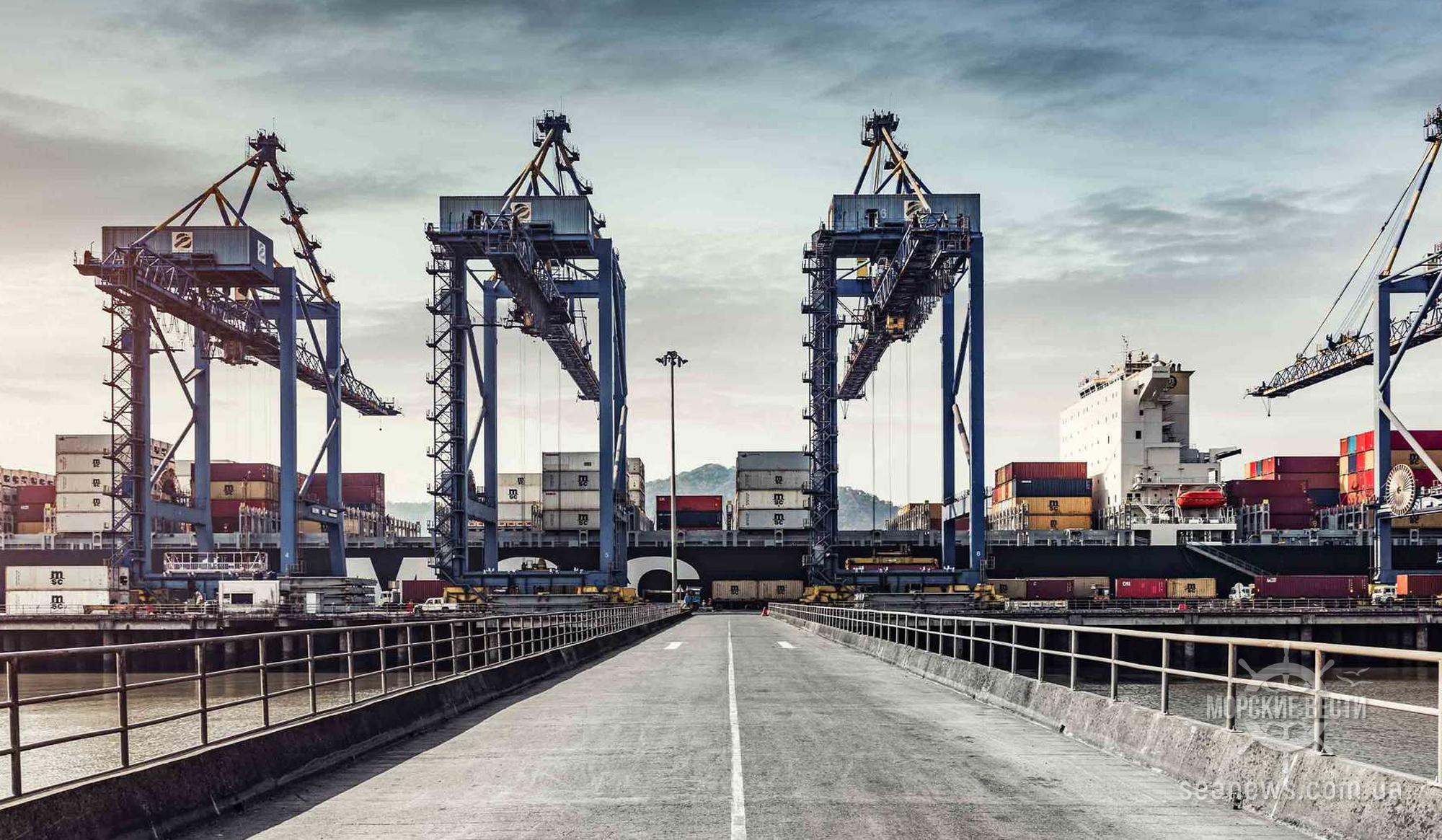ОАЭ объявили о повторном открытии морских и воздушных портов с Катаром