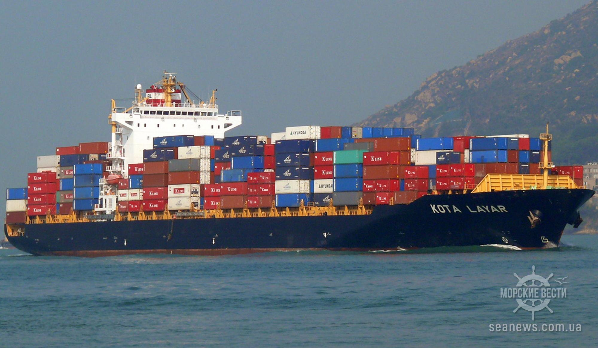 На контейнеровозе в Малайзии произошел пожар