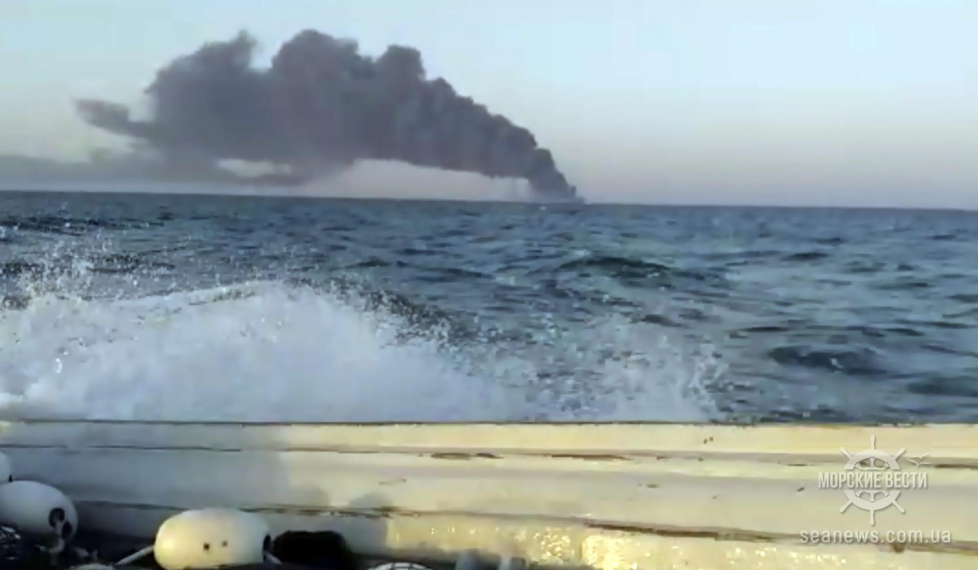 Один из крупнейших кораблей ВМС Ирана тонет в Оманском заливе