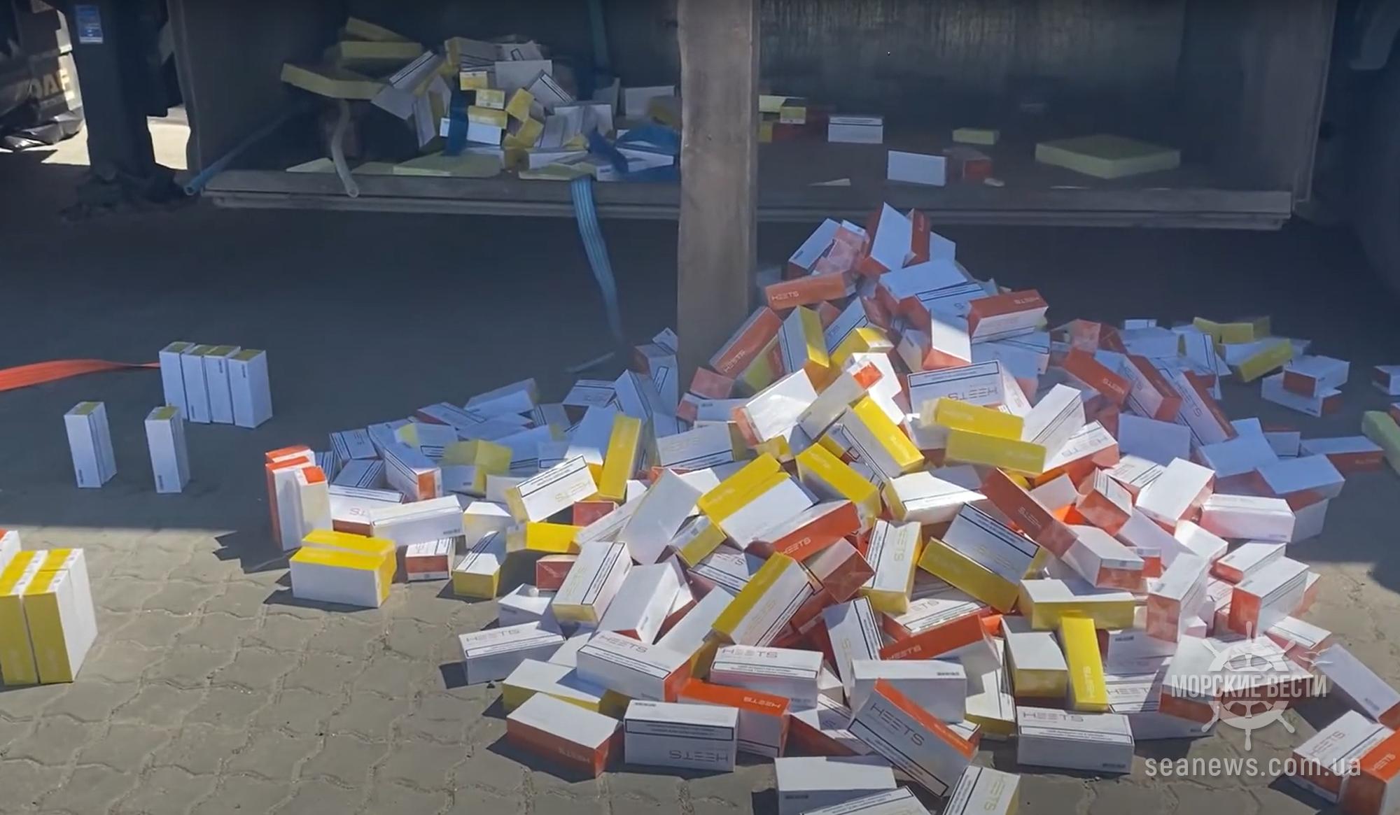 В порту под Одессой нашли большую партию стиков для табака